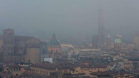 Stop alle auto più inquinanti a Bologna, Imola e dieci Comuni dell'hinterland
