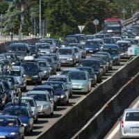 Fermato mentre guida contromano nel tratto bolognese della A1