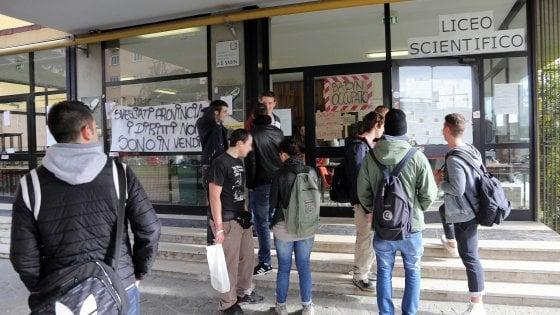 Bologna, due settimane di scuola ma gli insegnanti mancano ancora