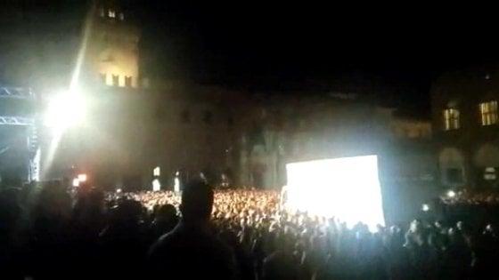 Bologna: camion tra la folla al concerto dei Nomadi in piazza Maggiore