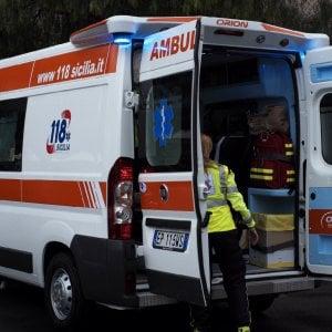 Bologna, operaio schiacciato da un furgone: è gravissimo