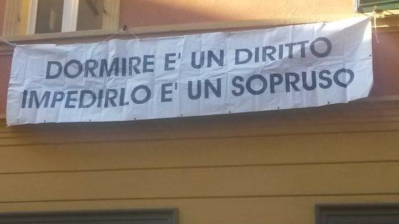 Bologna tornano gli striscioni in via petroni dormire for Priolo arredamenti torino