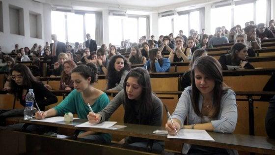 Bologna, caro-affitti per studenti: un posto letto costa 310 euro di media