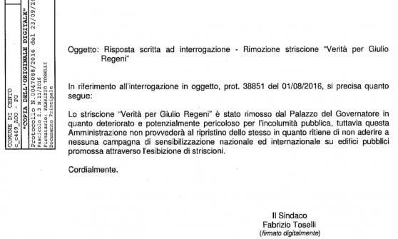 Sindaco di Trieste dispone rimozione striscione