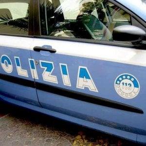 Bologna, chiude in casa la moglie e la picchia