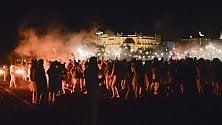 Casa Mika, mille fans sulla spiaggia di Rimini per il party felliniano