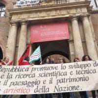 Nabucco e Mameli, la protesta cantata dei dipendenti del teatro Comunale