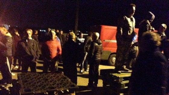 Ferrara, dopo le proteste i profughi destinati a Goro dirottati in altre strutture (foto)