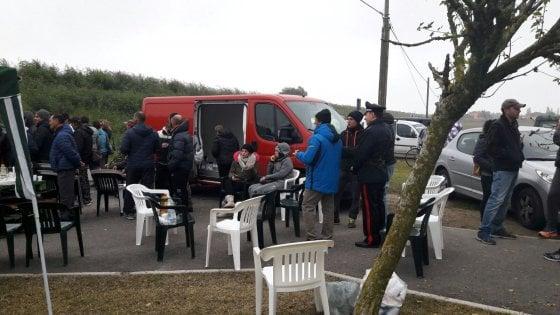 """Gorino e Goro, dopo le barricate contro i migranti. Renzi: """"L'Italia che conosco li accoglie"""""""