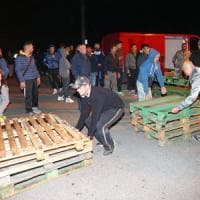 """Gorino, voci dalle barricate: """"Qui già troppi problemi, e poi abbiamo paura"""""""