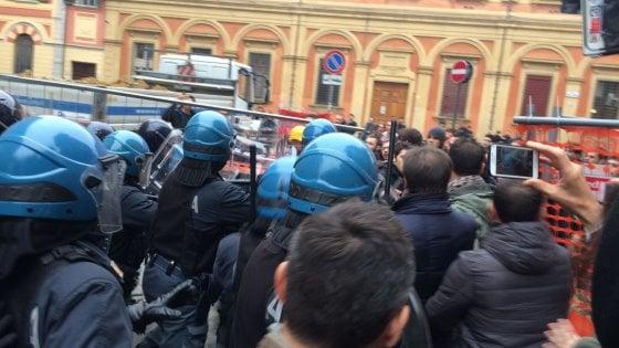 Università: scontri a Bologna fra polizia e collettivo