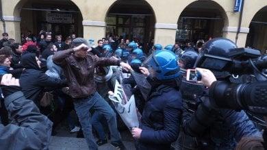 Ateneo, carica della polizia -   video    -  foto   davanti alla mensa contro i collettivi