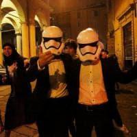 Bologna, vigili si vestono da