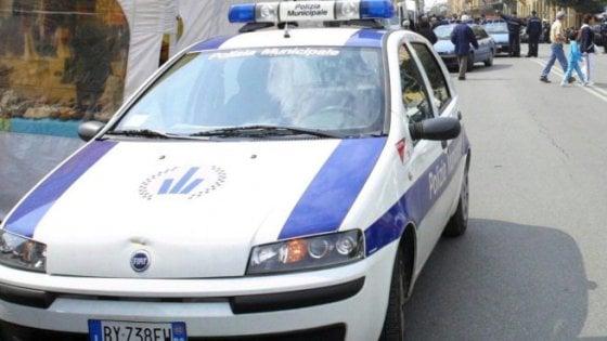 Atti osceni in luogo pubblico, scatta maxi multa da 20 mila euro