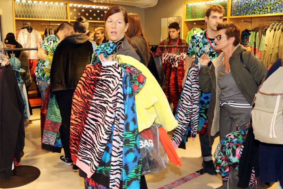 Bologna le fashion victim in coda da h m per la nuova for H m nuova collezione
