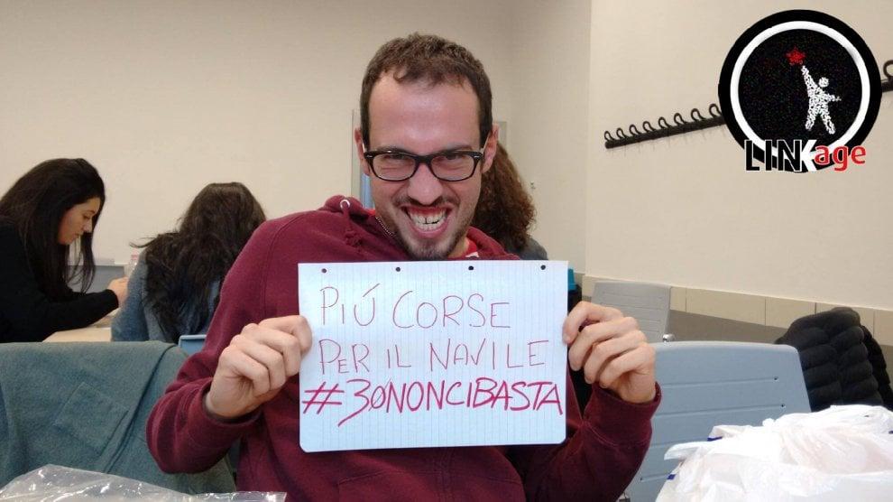"""Ateneo di Bologna, la protesta social degli studenti al Navile: """"Pochi autobus per andare a lezione"""""""