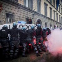 Bologna, poliziotto ferito negli scontri a Firenze è costretto a pagarsi