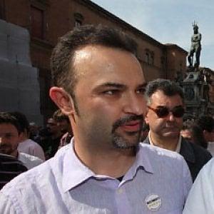 Referendum, arriva a Bologna il Treno tour dei Cinque stelle: comizio in piazza dell'Unità