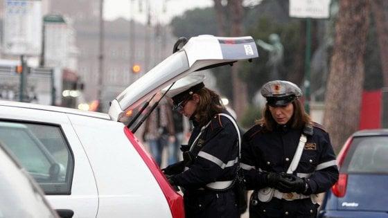 Ferrara, pirata della strada pubblica foto su Facebook: e i vigili lo scoprono