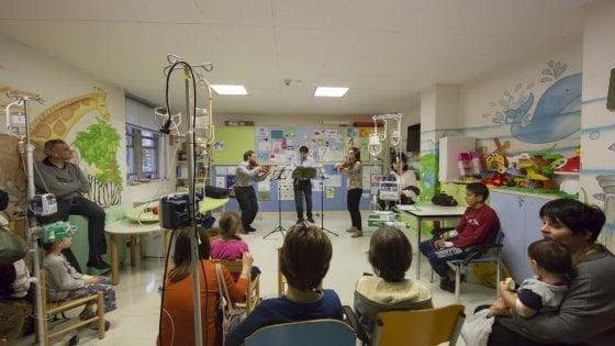 Bologna, vede la luce l'idea di Claudio Abbado: curare i bimbi con la musica