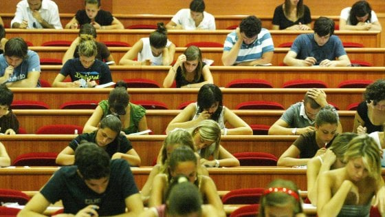 Ateneo di Bologna, torna il numero chiuso a Scienze della comunicazione
