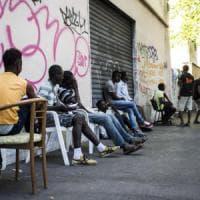 """Piacenza, Caritas contro la prefettura: """"Ci ha scaricato i profughi in cortile"""""""