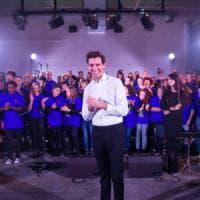 Mika canta con i detenuti del Coro Papageno di Bologna