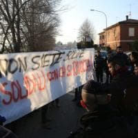Bologna, arrivati i cento migranti trasferiti da Cona