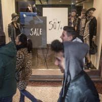 "Saldi, ""assalto"" ai mega store a Bologna. E scattano 13 mega multe"