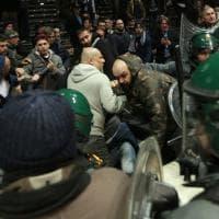 Invasione di campo e agenti antisommossa alla fine di Virtus-Fortitudo