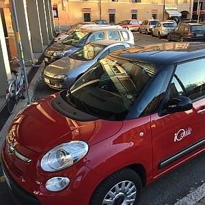 Car sharing ai privati, a Bologna il consiglio dice sì. Ma sulle preferenziali è scontro tra Priolo e Colombo