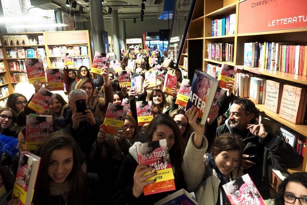 Tutti in fila a Bologna per il fenomeno Anna Todd