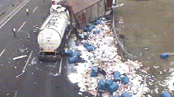 Incidente Autostrada A1 oggi, scontro tra tir a Modena: un Morto