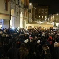 Ragazza colpita con l'acido, 800 persone in corteo a Rimini
