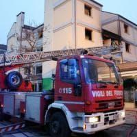 Bologna, incendio in palazzo Acer: residenti evacuati