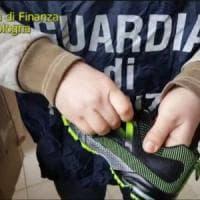 Bologna, la Finanza sequestra 3.600 scarpe