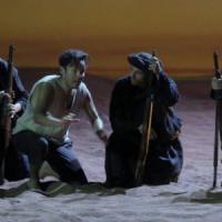 Mozart e bandiere dell'Isis in scena: Bologna, a teatro si entra col metal