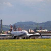 Aerei rumorosi a Bologna, i comitati accusano: