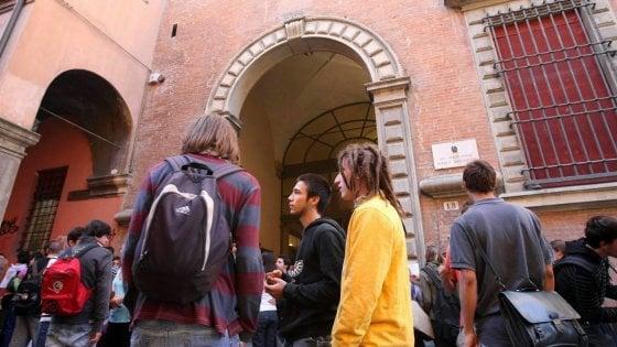 Bologna, boom di iscritti nei licei, crescono i tecnici. Ma scoppia il caso esuberi