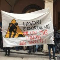 """""""No ai tornelli all'Università di Bologna"""": e gli studenti li smontano col cacciavite"""