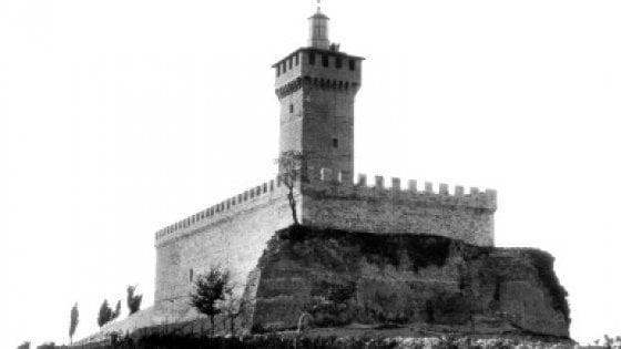 """Romagna, polemiche sul faro del Duce: """"Non riaccendetelo"""""""