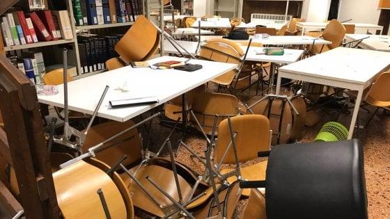 Bologna, scontri università: ancora tafferugli, cariche della polizia