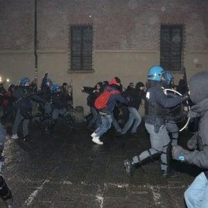 Bologna, altri incidenti tra studenti e polizia