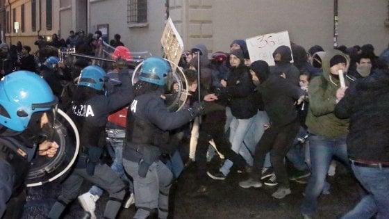 """Scontri a Bologna, pugno duro dei pm: """"Associazione a delinquere. Polizia corretta"""""""
