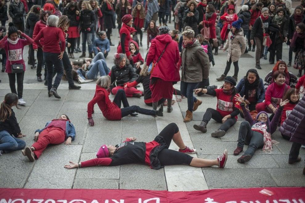 Bologna, donne in piazza contro la violenza