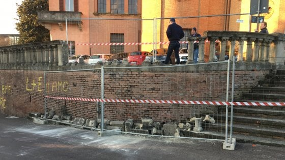Abbattuta nella notte la balaustra di San Michele in Bosco a Bologna