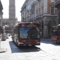 Bologna, insulti e schiaffi al controllore che le chiedeva il biglietto
