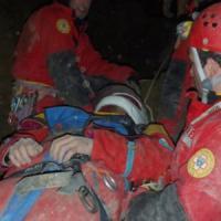 Sedici ore bloccato in una grotta a Bologna, la terribile notte dello speleologo