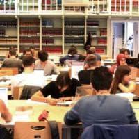 Bologna, molesta ragazza in sala studio: arrestato per violenza sessuale