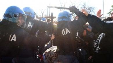 Tafferugli tra studenti e polizia in Fiera